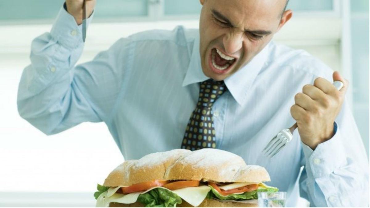 А как вы ведете себя во время обеда на работе?