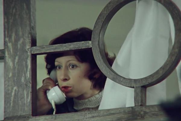 Кадр из фильма «Служебный роман», реж. Леонид Гайдай, 1977 г.