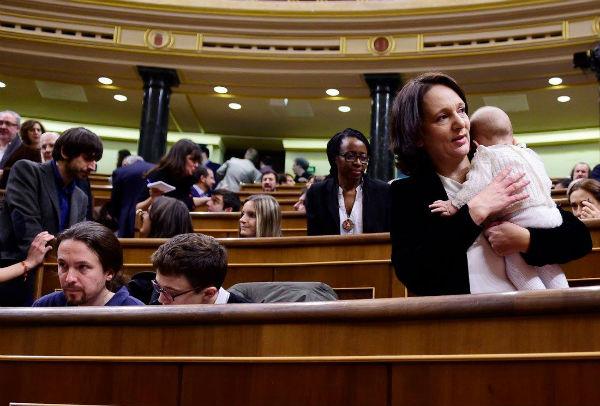 Іспанія. Депутат Кароліна Бесканса на засіданні Конгресу.